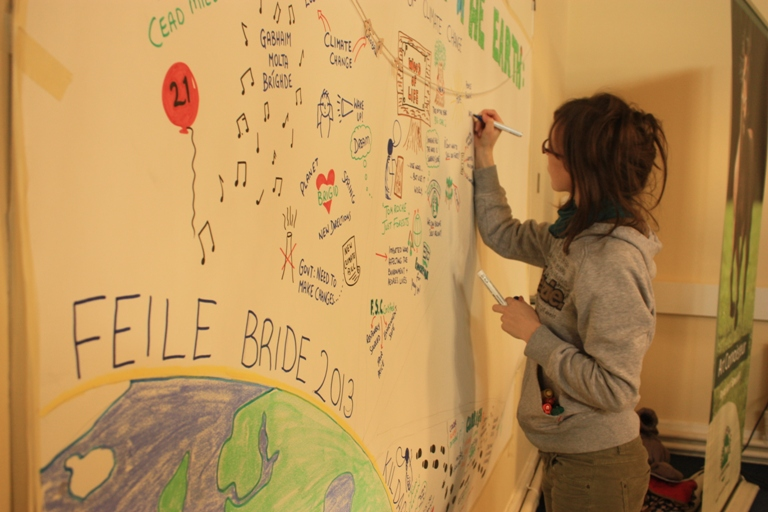 Gráinne O'Neill working on the Graphic Harvest, which visually represented what had been discussed at Féile Bríde 2013