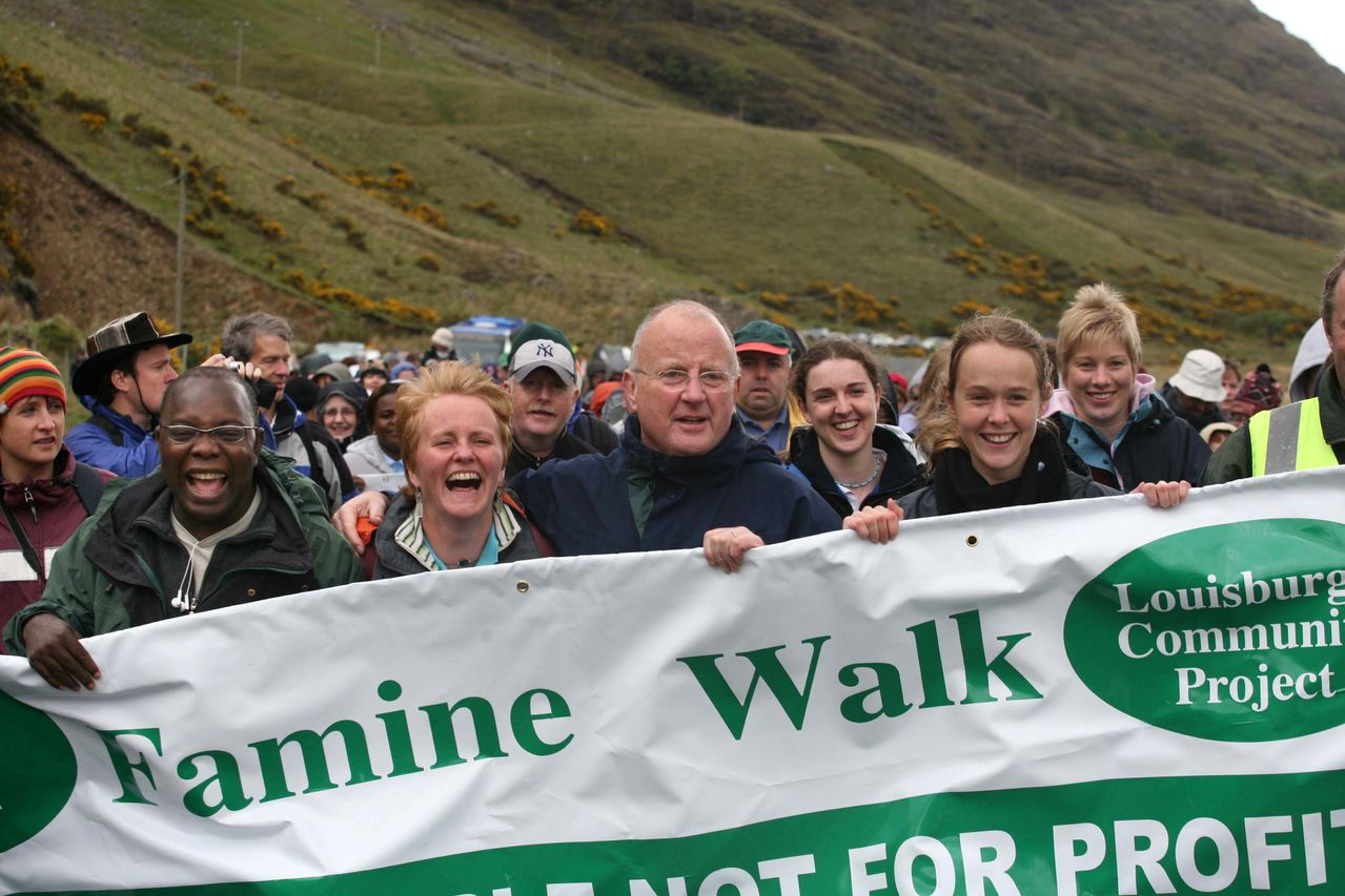 Christy Moore with Owens Wiwa at Afri famine walk in Mayo in 2006. (Photo by Derek Speirs).